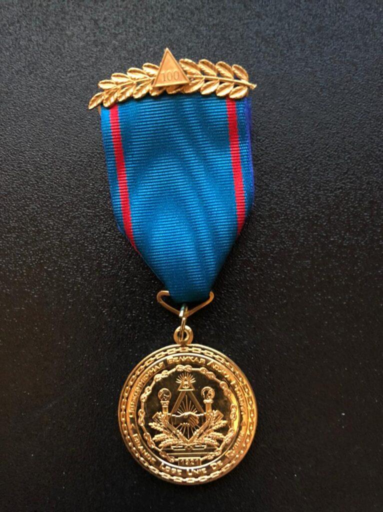 медаль в честь 100-летия приемственности Объединённой Великой Ложей России традиционного русского масонства